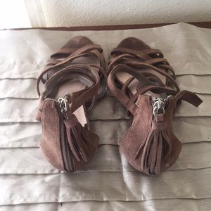 Banana Republic Shoes - Banana Republic tasseled Sandals